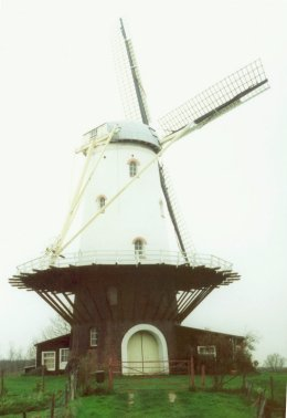 Windmill sails - why they go round